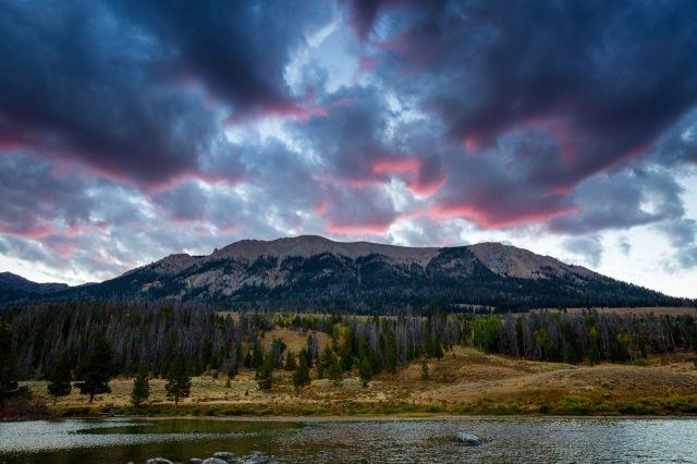 Green River Lakes and Squaretop at dawn